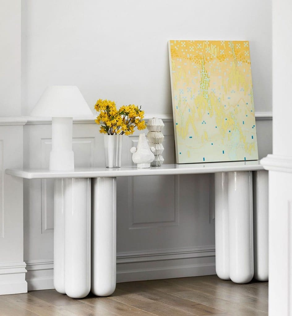 HC28 modern console with white lacquer